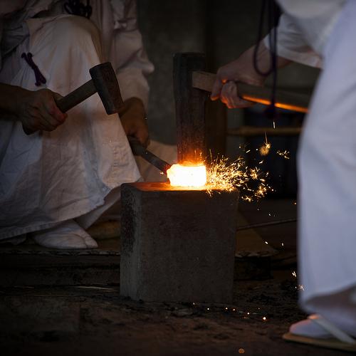 この画像は、サイトの記事「日本刀 職人 おすすめ YouTube視聴無料動画 まとめてご紹介!」のイメージ写真画像として利用しています。
