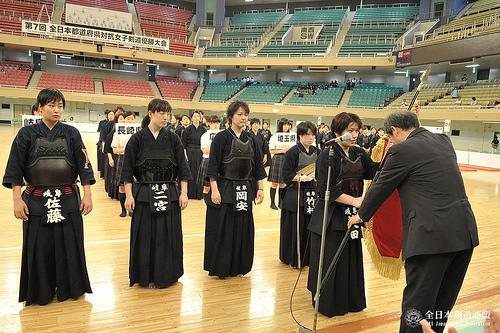 この画像は、サイトの記事「第7回 全日本都道府県対抗女子剣道優勝大会 2015 おすすめ YouTube視聴無料動画 まとめてご紹介!」のイメージ写真画像として利用しています。
