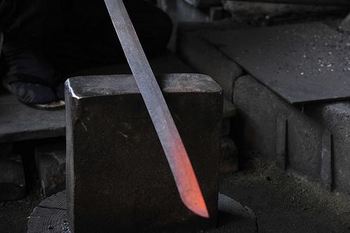 この画像は、サイトの記事「日本刀 作り方 おすすめ YouTube無料視聴動画 まとめてご紹介!」のイメージ写真画像として利用しています。