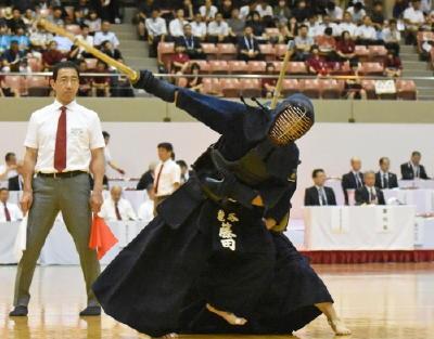 この画像は、サイトの記事「剣道 第64回 インターハイ 『男子団体』 2017 おすすめ YouTube視聴無料動画 まとめてご紹介!」のイメージ写真画像として利用しています。