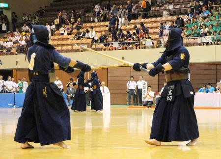 この画像は、サイトの記事「剣道 第64回 インターハイ 『男子個人』 2017 おすすめ YouTube視聴無料動画 まとめてご紹介!」のイメージ写真画像として利用しています。