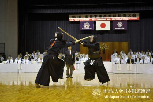 この画像は、サイトの記事「おすすめ『全日本東西対抗剣道大会 男子』 YouTube無料動画まとめてご紹介!」のイメージ写真画像として利用しています。