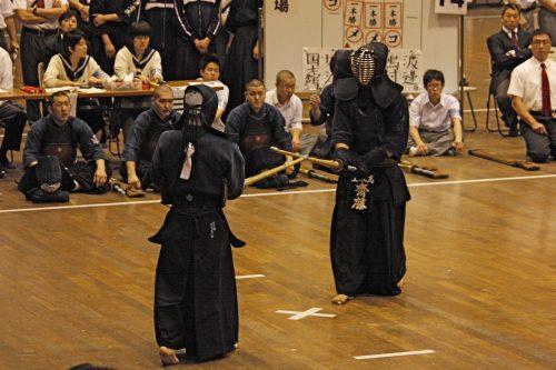 この画像は、サイトの記事「剣道 第65回 インターハイ 『男子団体』 2018 おすすめ YouTube視聴無料動画 まとめてご紹介!」のイメージ写真画像として利用しています。